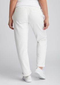 Elbsand BRINJA – weiße Sweatpants leger geschnitten. Raffinierte Rippdetails, breite Kordeln und gestickte Ösen. Angenehm weiche Baumwolle mit Elastan.