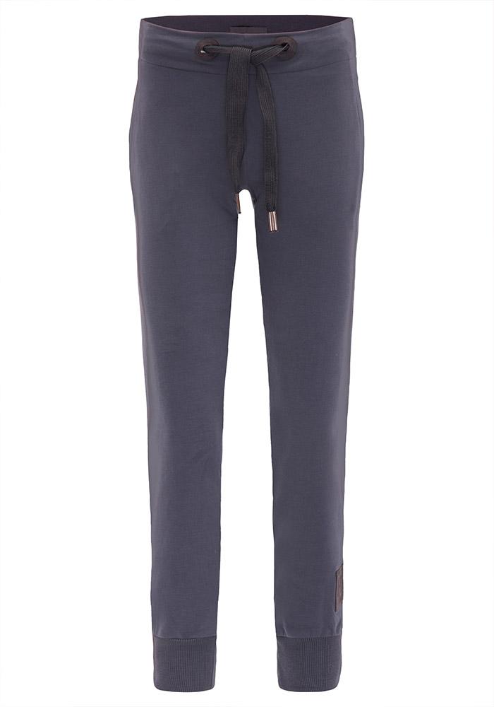Elbsand SINDRE – Sweatpants in anthrazit schmal geschnitten. Raffinierte Rippdetails, aufgesetzte Taschen und breite Kordeln. Angenehm weiche Baumwollmischung.