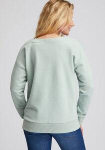 Elbsand FINNIA – lässiges Sweatshirt mit Boatneck in mint. Großer Logo Flockprint, kastiger Schnitt und angenehm weiche Baumwollmischung.