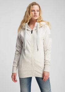 Elbsand KRIA – weiße Kapuzenjacke aus Sweatshirt Material in schmalem Schnitt und schönen Rippdetails in angenehm weicher Baumwolle. Tonaler Print, geprägtes Kunstlederbadge am Arm.