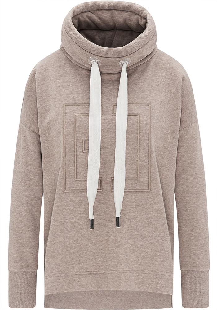 Elbsand BIRTE – Sweatshirt in beige mit hohem Kragen und Schlitzen, hüftlang, gerader Schnitt, überschnittene Schultern, kuschelig angeraut, breite Kordeln, Logostick.
