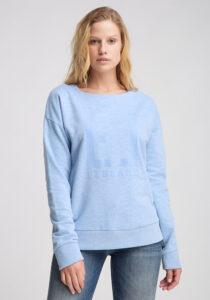 Elbsand FINNIA – lässiges Sweatshirt mit Boatneck in hellblau. Großer Logo Flockprint, kastiger Schnitt und angenehm weiche Baumwollmischung.