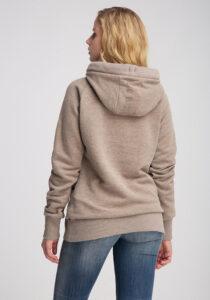 Elbsand HULDA – Kapuzensweatshirt in beige melange und schmalem Schnitt. Schöne Rippdetails, Känguru-Tasche und lange Kordeln. Angenehm weiche Baumwollmischung.
