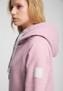 Elbsand HULDA – Kapuzensweatshirt in rosa melange und schmalem Schnitt. Schöne Rippdetails, Känguru-Tasche und lange Kordeln. Tonaler Print und Badge. Angenehm weiche Baumwollmischung.