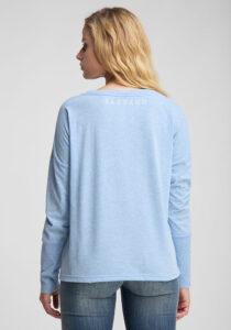 Elbsand INGRA – langarm T-Shirt in hellblau mit großem tonalen Logoprint. Kastiger, legerer Schnitt, angenehm weiche Baumwollmischung.
