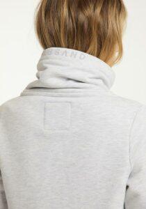 Elbsand ASTA – Sweatjacke mit hohem Kragen in grau melange. Langer schmaler Schnitt. Schöne Rippdetails und lange Kordeln. Angenehm weiche Baumwollmischung.
