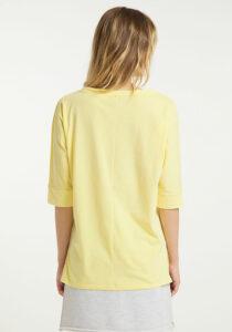 Elbsand IDUNA – T-Shirt in gelb mit ¾ Arm. Grosser leicht transparenter Logoprint. Oversize Schnitt, angenehm weiche Baumwollmischung.