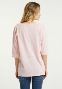Elbsand IDUNA – T-Shirt in rosé mit ¾ Arm. Grosser leicht transparenter Logoprint. Oversize Schnitt, angenehm weiche Baumwollmischung.