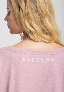 Elbsand INGRA – langarm T-Shirt in rosa mit großem tonalen Logoprint. Kastiger, legerer Schnitt, angenehm weiche Baumwollmischung.